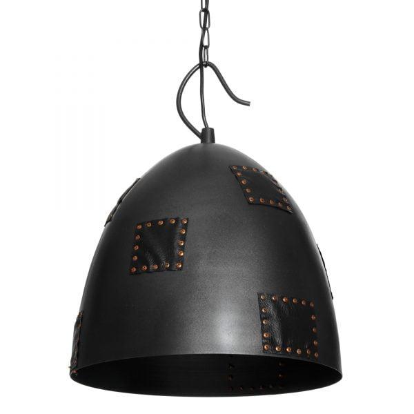 Riippuva kattovalaisin. Valaisin on metallinen ja siinä on koristeena niiteillä kiinnitettyjä nahkakoristeita.