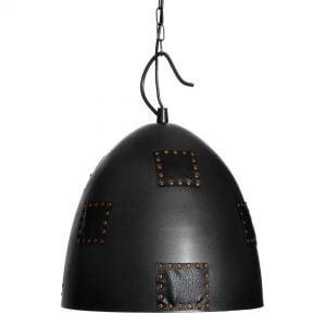 Riippuva kattovalaisin. Valaisin on metallinen ja siinä on koristeena niiteillä kiinnitettyjä nahkapaikkoja.