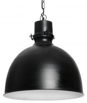 Metallinen, riippuva kattovalaisin. Valaisin on väriltään musta. Valaisimessa on valkoinen sisäpuoli.