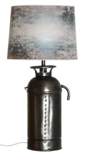 Metallinen sammuttimen muotoinen lampunjalka. Kyljessä niittikoristelu. Varjostimen väri on sininen.