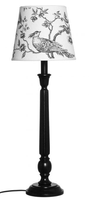 Puinen lampunjalka jonka väri on musta. Varjostimessa on lintu kuvio.
