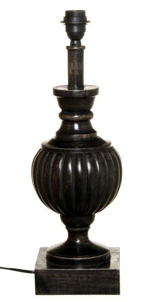 Puinen lampunjalka jonka väri on antiikki musta.