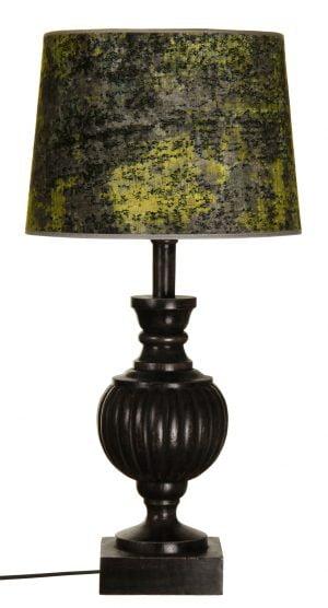 Puinen lampunjalka jonka väri on antiikki musta. Varjostin on vihreä.