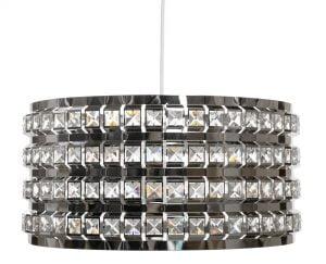 Metallinen kristallilamppu. Kattovalaisin on väriltään kromi.