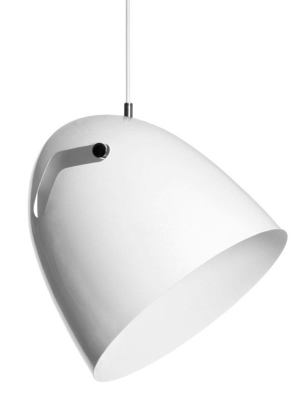 Metallinen, riippuva kattovalaisin. Valaisin on väriltään valkoinen myös sisäpuolelta. Varjostimen kannatinosan väri on kiiltävä kromi.