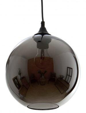 Riippuva, lasinen kattovalaisin. Valaisin on kromattu ja se on yksivärinen. Metalliosat ja johto ovat mustat.