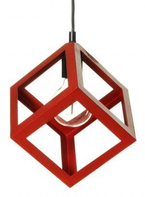 Neliskulmainen, riippuva kattovalaisin. Valaisin on metallinen ja sen väri on punainen.