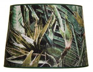 Lampunvarjostin jossa on vihreällä pohjalla lehti kuvio. Varjostin on materiaaliltaan laminoitua kangasta.