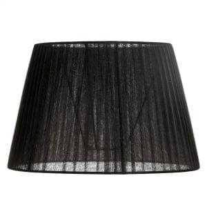 Musta, yksivärinen lampunvarjostin. Varjostin on hieman läpikuultava, materiaali on organza.