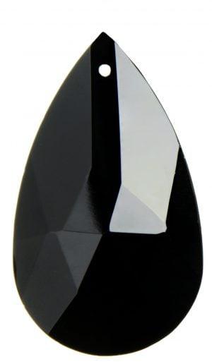 Musta, pisaran muotoinen kristalili. Pinnassa on fasettihionta.