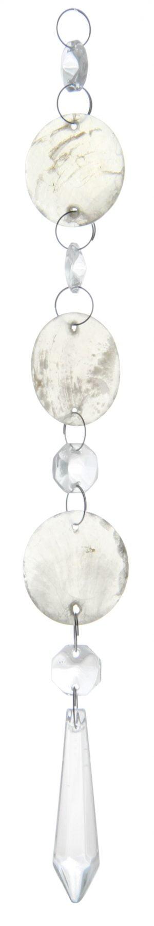 """Kirkas kristalliketju, jossa on neljä kahdeksan kulmaista kristallia, joiden välissä on pyöreät """"helmisimpukka"""" laatat. Alinna riippuu pidempi, alaspäin levenevä kristalli, joka kärjistyy alaosassa keskelle."""