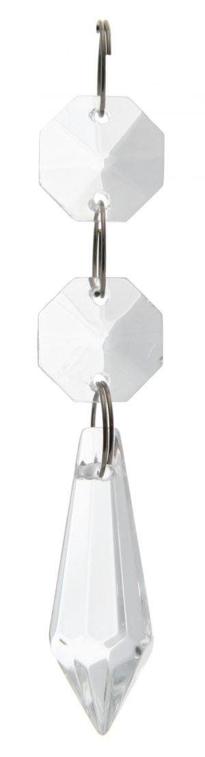 Kirkas kristalliketju, jossa on kaksi pientä, kahdeksan kulmaista kristallia. Päässä on pidempi, alaspäin levenevä kristalli, joka kärjistyy alaosassa keskelle.