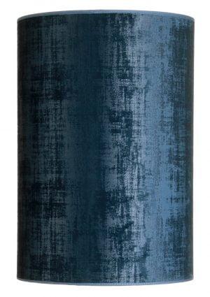Sylinterin muotoinen, korkea, samettikankainen lampunvarjostin. Varjostin on väriltään sininen ja se on siinä on abstrakti kuviointi sinisen eri sävyin.