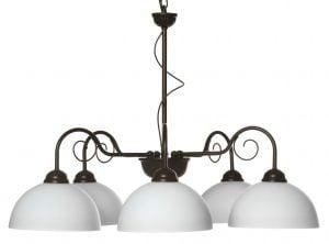 Ruskea runkoinen kattokruunu, jossa on alaspäin osoittavat varjostimet, jotka on valmistettu valkoisesta lasista.