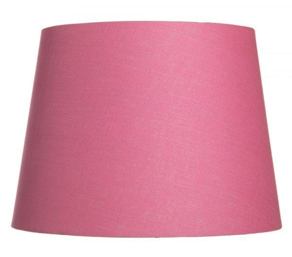 Pinkki lampunvarjostin, joka levenee ylhäältä alaspäin. Varjostin on yksivärinen.