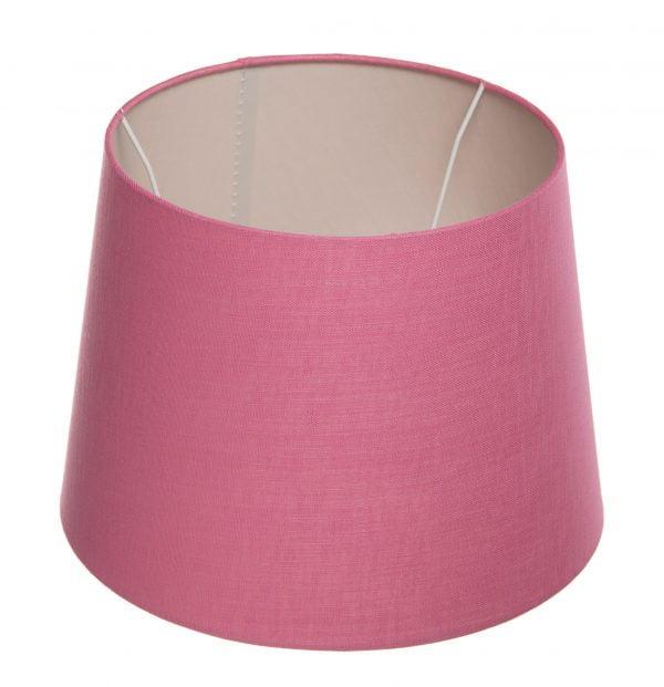 Pinkki lampunvarjostin, joka levenee ylhäältä alaspäin. Varjostin on yksivärinen. Sisäpinta on vaalea.