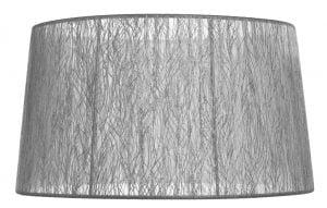Lampunvarjostin, jonka väri on hopea. Varjostin on materiaaliltaan organzaa.