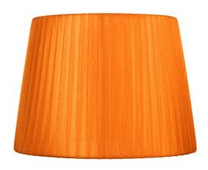 Oranssi organzavarjostin, joka levenee alhaalta ylöspäin. Varjostimen runko on myös väriltään oranssi.