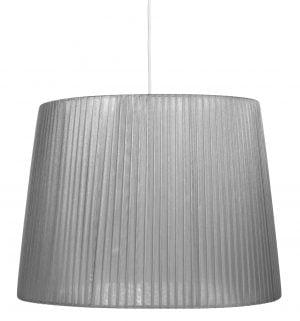 Yksivärinen lampunvarjostin jonka väri on harmaa. Varjostin on materiaaliltaan organzaa. Johto on valkoinen.