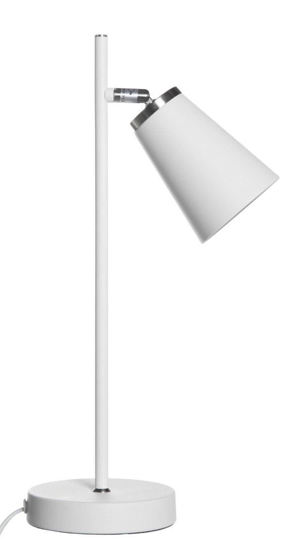 Valkoinen pöytävalaisin, jossa on pyöreä pohja ja suora runko. Rungosta lähtee yksi kanta, jonka päässä on kartion muotoinen varjostin.