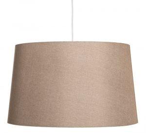Yksivärinen lampunvarjostin jonka väri on ruskea. Varjostin on materiaaliltaan laminoitua kangasta. Johto on valkoinen.