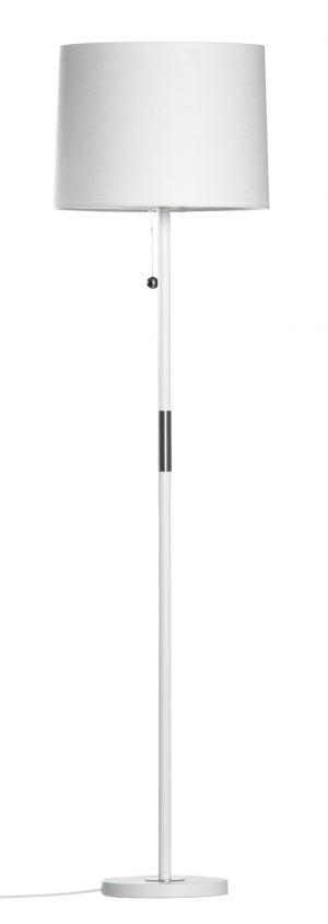 Valkoinen lattiavalaisin, jossa on valkoinen varjostin ja vetokytkin.