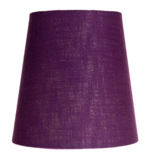 Yksivärinen kruunuvarjostin jonka väri on lila ja materiaali on laminoitu kangas.