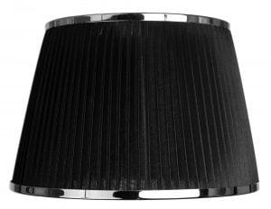 Yksivärinen lampunvarjostin jonka väri on musta. Varjostin on materiaaliltaan organzaa. Kromikoriste molemmissa reunoissa.